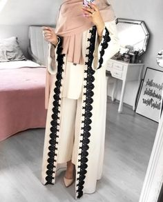 Open abaya hijab style – Just Trendy Girls: www. Modern Hijab Fashion, Hijab Fashion Inspiration, Islamic Fashion, Abaya Fashion, Muslim Fashion, Modest Fashion, Fashion Outfits, Casual Hijab Outfit, Hijab Chic