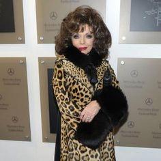 Joan Collins | Joan Collins loves wigs | Contactmusic.com