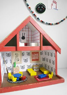 Mer Mag: Wallpapering our Vintage Dollhouse Cute Crafts, Diy Crafts For Kids, Easy Crafts, Kids Diy, Vintage Dollhouse, Diy Dollhouse, Reborn Toddler Dolls, Toilet Paper Roll Crafts, Best Kids Toys