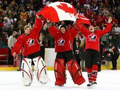 Les Candians aiment le hockey sur glace. Pour un sport, ils le considèrent belle. Je pense que les uniforms rouge aid ça   pour se cache le sang!