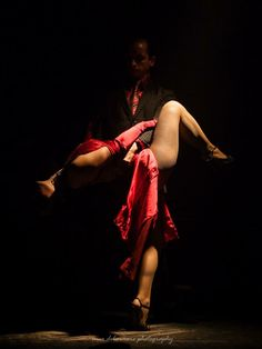 Argentine tango is famous for being one of the most evocative and passionate dances in the world. Synonymous with tango is the city of Buenos Aires. All About Dance, Dance With You, Shall We Dance, Lets Dance, Baile Latino, Dance Like No One Is Watching, Argentine Tango, Ballroom Dancing, Jolie Photo