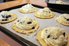 Exkluzivní borůvkové koláče s tvarohem a drobenkou - Strana 7 z 7 - EZY - Víme jak Delicious Cake Recipes, Yummy Cakes, Dessert Recipes, Doughnut, Tart, Food And Drink, Pie, Sweets, Cookies