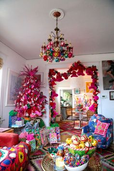 Aunt Peaches, You are my hero! Flamingo Tree and the rest of her fab decor.