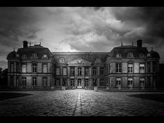 How to Create Dramatic Black and White Photos with Lightroom Presets Tutorials Best Landscape Photography, City Photography, Photography Projects, Landscape Photos, Photography Tutorials, Black And White Effect, Black And White Landscape, Black White Photos, Black And White Photography