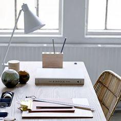lampe de bureau a visser en metal blanc bloomingville decoclico lampe decoration lampe de