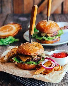 Mega dobré domáce žemle - Coolinári | food blog Hamburger, Cheesecake, Food And Drink, Bread, Ethnic Recipes, Blog, Basket, Mini, Cheesecakes