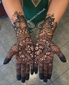 Henna is the most traditional part of weddings throughout India. Let us go through the best henna designs for your hands and feet! Mehndi Designs Feet, Indian Mehndi Designs, Mehndi Designs 2018, Modern Mehndi Designs, Mehndi Design Pictures, Mehndi Designs For Girls, Mehndi Designs For Fingers, Henna Tattoo Designs, Engagement Mehndi Designs
