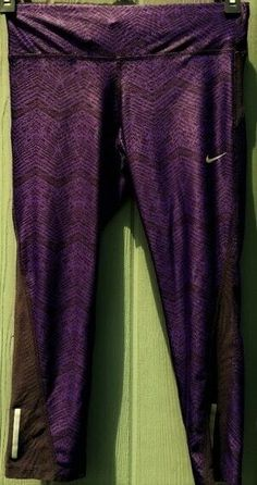 Details about Women s Nike Running Dri Fit Crop Capri Leggings sz xs purple  Zip Pocket 336d0983c