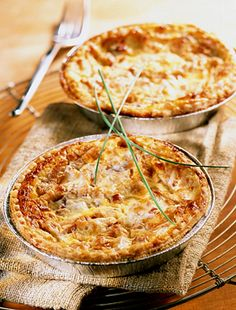 Isteni darált húsos pite tejföllel és füstölt sajttal | femina.hu Quiche, Empanadas, Macaroni And Cheese, Brunch, Food And Drink, Pizza, Breakfast, Health, Ethnic Recipes