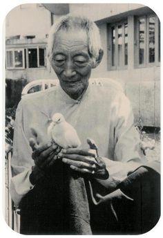 Kyabje' Kalu Rinpoche-always full of lovingkindness:)