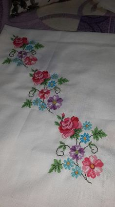 This Pin was discovered by Nur Cross Stitch Borders, Cross Stitch Rose, Cross Stitch Charts, Cross Stitch Designs, Cross Stitching, Cross Stitch Patterns, Embroidery Stitches, Hand Embroidery, Embroidery Designs