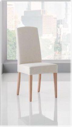 Sedia Popea è #imbottita struttura a quattro gambe in faggio.Lo schienale alto e la seduta sono imbottiti e rivestiti in tessuto o #ecopelle.