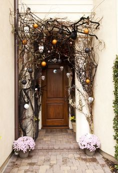 32 Amazing Chilling And Halloween Porch Decorations. If you are looking for Chilling And Halloween Porch Decorations, You come to the right place. Here are the Chilling And Halloween Porch Decoratio. Halloween Entryway, Halloween Veranda, Halloween Front Door Decorations, Halloween Front Doors, Halloween Home Decor, Outdoor Decorations, Halloween Front Porches, Christmas Decorations, Pottery Barn Halloween