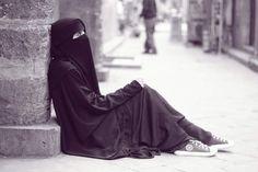 Hijab Dp, Hijab Niqab, Muslim Hijab, Mode Hijab, Muslim Girls, Muslim Couples, Muslim Images, Niqab Fashion, Beautiful Muslim Women