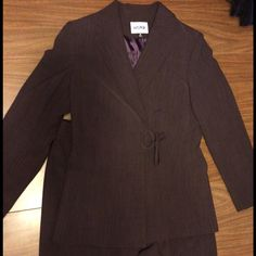 Woman's pants suit Woman's MAROON colored pant suit.  Kasper brand.  Size 10. Gently used. Kasper Other