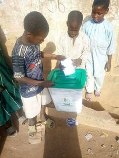 Some underage children were seen participating in the local government elections which took place in Kano state earlier today. According to reports, the children registered as eligible voters as they were urged to vote for a popular candidate in the area. Meanwhile, reports have it that late arri