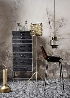See ideas for bold industrial bedroom furniture including a black metal bed frame, gaslight bedsteads, cool corrugated iron wardrobe and heavy metal drawers. Industrial Home Offices, Industrial Interior Design, Industrial Chic, Industrial Bedroom Furniture, Pipe Furniture, Luxury Furniture, Furniture Ideas, Black Metal Bed Frame, Metallic Decor