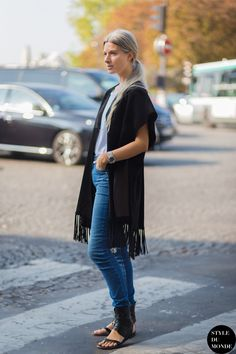 cut out sandals with cardigan and jeans