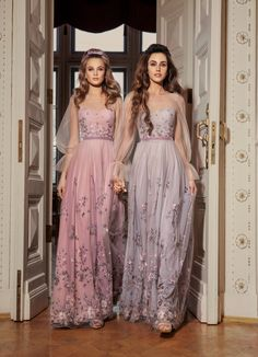 Rich in bright shades and a variety of silhouettes 'Allure' cocktail dresses collection brilliantly reflects all the latest trends in evening fashion. Evening Gowns With Sleeves, Long Evening Gowns, Gala Dresses, Spring Dresses, Moda Club, Short Cocktail Dress, Cocktail Dresses, Couture, Tulle Dress