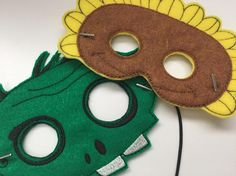 46 ideas for plants flowers with toddlers - Modern Zombie Birthday Parties, Zombie Party, 7th Birthday, Birthday Ideas, Plantas Versus Zombies, Planting For Kids, Felt Mask, Trunk Or Treat, Ideas Party