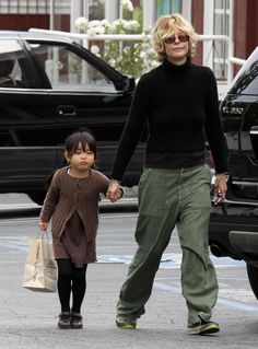 Meg Ryan Photos - Meg Ryan And Her Cute Daughter Daisy Go To Toy Crazy In Brentwood - Zimbio