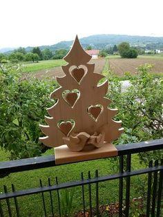 Handgemachte Weihnachtsbaum mit Dekoration Herzen aus