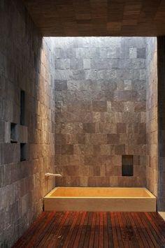 Bath. Creekside Residence, by Bohlin Cywinski Jackson. Woodside, CA.