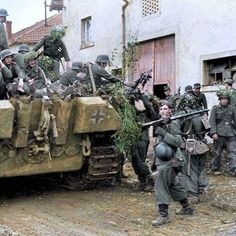 Panzer Grenadiers board a Pz.V 'Panther' Ausf G of the Panzer Brigade 111 in the town of Bures, Meurthe-et-Moselle, France on their way to Arracourt, 20 September German Soldiers Ww2, German Army, Military Photos, Military History, Ww2 History, Military Drawings, Germany Ww2, Military Armor, Ww2 Photos