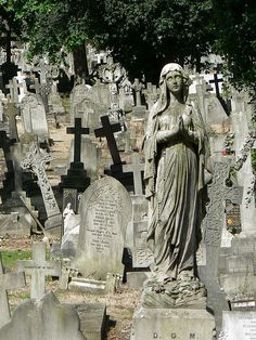 Kensal Green Cemetery Perhaps there are good angels that instead of weeping pray for the safety of those who would be displaced by the power of the angels. Imagine an episode of Doctor Who about the good weeping angel. Cemetery Monuments, Cemetery Statues, Cemetery Headstones, Old Cemeteries, Cemetery Art, Graveyards, Angel Statues, Cemetery Angels, Between Two Worlds