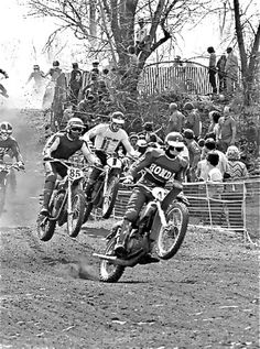 Mikel Nieve celebrates victory in Memorial-Valenciaga 2007 Motocross Action, Motocross Riders, Vintage Motocross, Vintage Racing, Honda Dirt Bike, Old Scool, Panel Truck, Motorcycle Types, Victoria