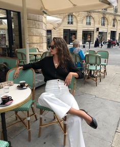 Le Fashion: The French-Girl Way to Wear White Jeans for Fall Marriage Gown, Crime, Skinny, Wedding Attire, White Jeans, Ideias Fashion, Chiffon, Vogue, Pure Products
