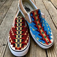 Variation of the lizard spine/vertebrae design in maroon/black/gold/ivory. Can't decide which I like! Beaded Vans-size 10 Men/Euro On… Beaded Moccasins, Beaded Shoes, Cute Shoes, Me Too Shoes, Beadwork Designs, Native Design, Western Chic, Native American Fashion, Cowgirl Style