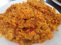 Arroz con bacalao Rice Recipes, Mexican Food Recipes, Healthy Recipes, Ethnic Recipes, Couscous, Kitchen Recipes, Cooking Recipes, Spanish Dishes, Gastronomia