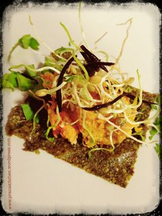 Proximo Taller de RAW food: @ Yogaroom Barcelona Paté de pumkin and umeboshi on RAW cracker, hijiki algae and lentil sprouts Barcelona, Raw Vegan, Pulled Pork, Raw Food Recipes, Lentils, Sprouts, Beef, Ethnic Recipes, Atelier