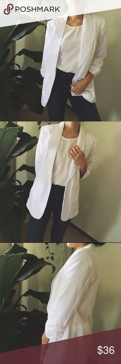 KENSIE/ chic blazer ⱝ white white white WHITE ⱝ thin, lightweight material  ⱝ lined ⱝ ruched sleeve detail ⱝ fits a small ⱝ basically perfect condition   » MAKE OFFERS! IT'S THE ONLY WAY TO GET A DEAL - I ALMOST NEVER LOWER MY PRICES.  » BUNDLE DISCOUNTS ARE ALMOST ALWAYS BETTER THEN 5% - JUST ASK.  » UNLESS IT IS FOR A BUNDLE, I WILL NOT RESPOND TO OFFERS IN COMMENTS Kensie Jackets & Coats Blazers