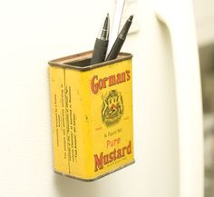 If you're anything like me, you can never find a pen when you need it. Make a pen holder magnet using a vintage tin can. It's the perfect solution! <3