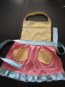 Sewing Crafts For Children Little girl apron! My toddler loves to wear it when we bake. Sewing Projects For Kids, Sewing For Kids, Diy For Kids, Sewing Hacks, Sewing Tutorials, Sewing Patterns, Kids Apron Patterns, Easy Apron Pattern, Child Apron Pattern