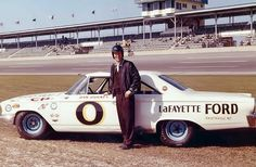 Dan Gurney , 1963 Nascar Daytona 500. Nascar Race Cars, Old Race Cars, Us Cars, Daytona 500, Nascar Daytona, Daytona Beach, Ford Stock, Dan Gurney, Monster Energy Nascar