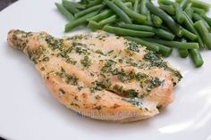 Oven baked chicken fillet with parsley and lemon – Mi Diario de Cocina Born To Be Wild, Magic Bullet Recipes, Lemon Butter Chicken, Oven Baked Chicken, Bakery Cakes, Fish And Seafood, Quick Easy Meals, Food Print, Food And Drink