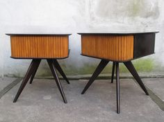 RARE, PAIR OF MID CENTURY END TABLES OR NIGHTSTANDS: VERY MUCH IN THE STYLE OF VLADIMIR KAGAN AND REMINISCENT OF GIO PONTI'S DESIGNS.
