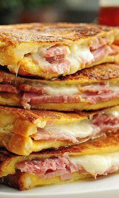 Monte Cristo Sandwich Recipe shewearsmanyhats.com #cheese #cristo