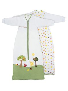 Featuring a forest animal embroidery and applique on the front and forst animal print on the back, this winter sleep sack has long sleeves and is made from snuggly 100% jersey cotton with a soft, padded polyester fleece.