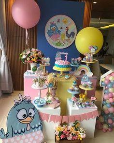 Incrível festa com o tema Galinha Pintadinha! Lottie Dottie, Colorful Candy, Dessert Table, Birthday Decorations, Biscuits, Picnic, Balloons, Centerpieces, Birthday Cake