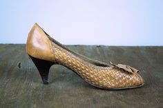 Vintage WOVEN leather pumps / 80's PEEP TOE pumps / Brown leather pumps / size 6-6.5 Made in Brazil