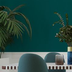 Optez pour ce magnifique intissé OPAL. Le vert émeraude orne vos murs de son éclat précieux et raffiné. Cette teinte très tendance, sombre et mystérieuse, instaure une ambiance feutrée d'une grande élégance. Ce modèle est parfait pour une déco chic, au charme intemporel.