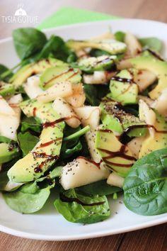 Sałatka ze szpinakiem, awokado i gruszką | Tysia Gotuje Raw Food Recipes, Salad Recipes, Diet Recipes, Healthy Recipes, Clean Eating, Healthy Eating, Slow Food, Soup And Salad, My Favorite Food