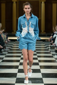 See the complete Huishan Zhang Spring 2017 Ready-to-Wear collection.