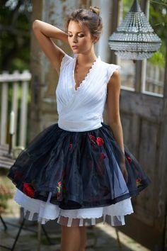 Mint a Mátka Kollekció 2017 - Bélavári Zita Couture Super Cute Dresses, Nice Dresses, Hungarian Girls, Frilly Dresses, Red Wedding Dresses, Folk Costume, Cute Casual Outfits, Fashion Beauty, Ready To Wear