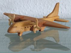 Casa modelo avión aviador madera hecho a mano image 1 Wooden Airplane, Wooden Toy Cars, Wooden Truck, Woodworking Toys, Woodworking Projects, Wood Plane, Wood Toys Plans, Wood Games, Flower Phone Wallpaper