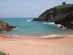 La Playa de Santa Justa esta ubicada en el pueblo de ubiarco en Santillana del Mar